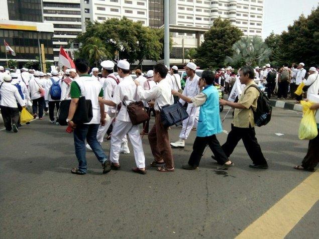 blind-muslim-protesters