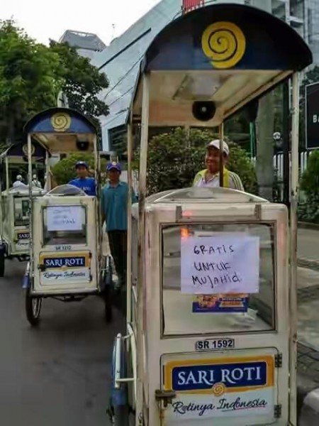 free-breads-for-mujahid-indonesian-muslim-protester