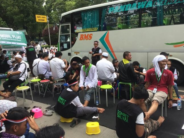 free-massage-for-indonesian-muslim-protesters