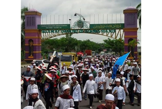 muslims-from-ciamis-walk-on-foot-from-ciamis-to-jakarta